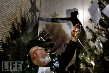 merry christmas vietnam wall